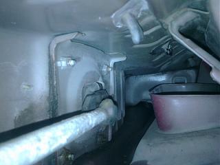 Течет вода из стыка листов кузова. Сторона переднего пассажира.-.jpg