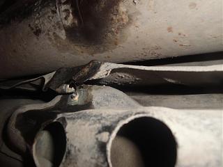 Замена тросика ручника Р12-dsc03945.jpg