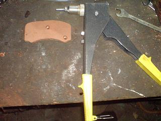 Клепаем накладки на передние колодки-dsc03649.jpg