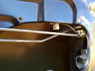 Ремонт привода замка двери. Установка активатора от ВАЗ-220720131961.jpg