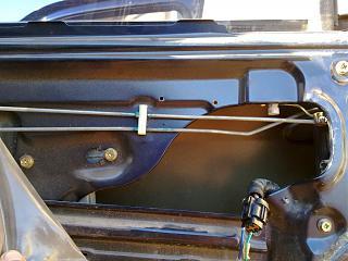 Ремонт привода замка двери. Установка активатора от ВАЗ-220720131962.jpg