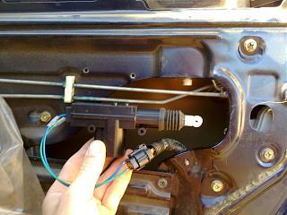 Ремонт привода замка двери. Установка активатора от ВАЗ-220720131964.jpg