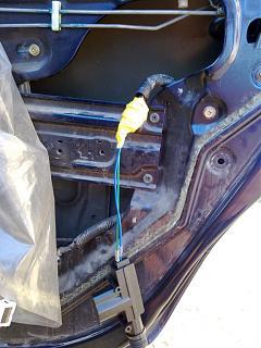 Ремонт привода замка двери. Установка активатора от ВАЗ-220720131965.jpg