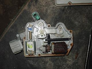 Не закрывается электропривод задней двери?-78378958.jpg