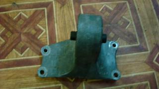 Левая подушка двигателя (коробки)-dsc05059.jpg