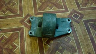 Левая подушка двигателя (коробки)-dsc05060.jpg