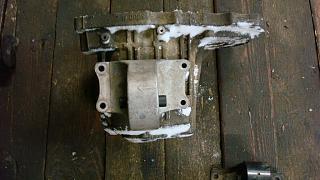 Левая подушка двигателя (коробки)-dsc05285.jpg