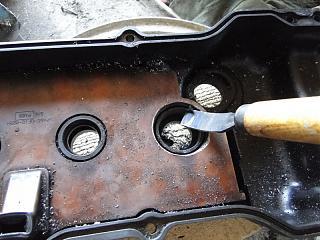 Замена сальников свечных колодцев в клапанной крышке QG18De (+ доработки)-ubiraem-kromku.jpg