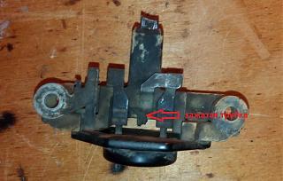 Замена щёток в регуляторе напряжения генератора Bosch SR20Di-4.jpg