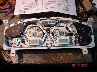 Спидометр и передняя консоль - Снятие. Замена ламп в приборной панели Р11.-dsc05614.jpg