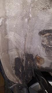Брак антикорозийного покрытия кузова Р11? или откуда под антикором черный металл-5.jpg
